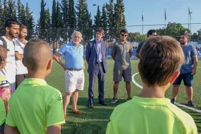 El Ayuntamiento amplía el plan de renovación de campos de césped de fútbol con la adjudicación de los centros deportivos de La Oliva, Andalucía Este y Valdezorras y la reactivación de Vega de Triana por casi un millón de euros