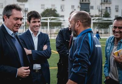 El alcalde de Sevilla, Juan Espadas, durante una visita a instalaciones deportivas del IMD.