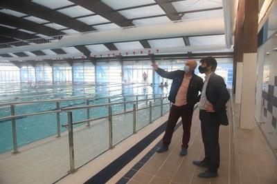 El Ayuntamiento de Sevilla concluye la instalación de la nueva cubierta de la piscina municipal de Alcosa tras una inversión de 120.000 euros