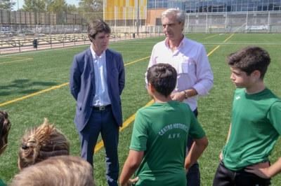 El Ayuntamiento inaugura el nuevo campo de césped artificial del Centro Deportivo Santa Justa en el marco del despliegue de inversiones por casi 2,5 millones para renovar las superficies de juego de campos y pistas