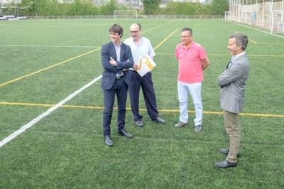 El delegado de Deportes, David Guevara, en la inauguración del campo de césped artificial del CD Calavera
