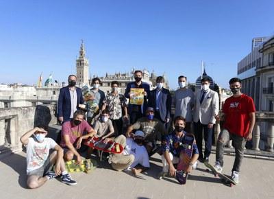 El Ayuntamiento respalda el evento Go Skateboarding Day Sevilla 2021, que se celebra este sábado con la participación de un centenar de personas