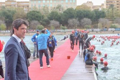 El delegado de deportes, David Guevara, estuvo presente durante el desarrollo del Half Triatlón