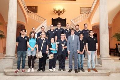 Recepción en el Ayuntamiento de Sevilla al Club Deportivo Al-Andalus Sevilla, campeón de España por equipos femenino y subcampeón masculino en natación para personas con discapacidad intelectual