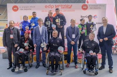 Podium con los primeros clasificados en el EDP Medio Maratón de Sevilla 2018.