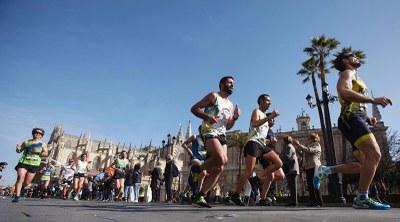 Corredores en el Zurich Maratón de Sevilla 2019.