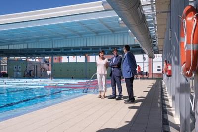 El Delegado de Transición Ecológica y Deportes, David Guevara, en una visita a la piscina Tiro de Línea.