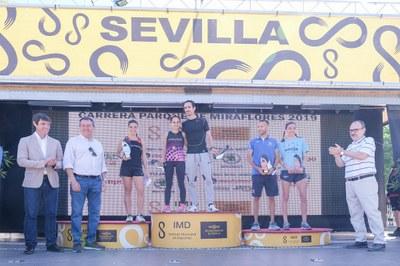 Manuel Olmedo y Mamen Ledesma, ganadores de la Carrera Popular Parque de Miraflores, tercera cita del circuito #Sevilla10 con más de 8.500 participantes