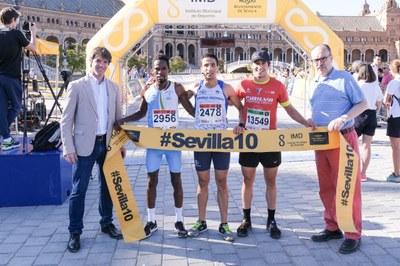 Tres primeros clasificados masculino en la Carrera Parque de María Luisa 2019.