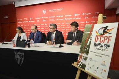 Imagen de la presentación del cartel de la IFCPF World Cup de Fútbol 7.