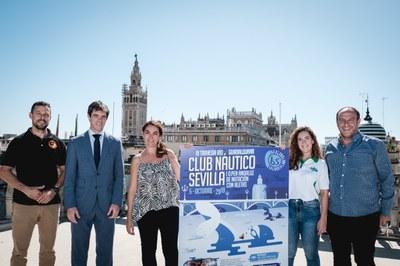 200 nadadores participan en la III Travesía del Río Guadalquivir que se disputa este sábado con salida desde el Club Náutico