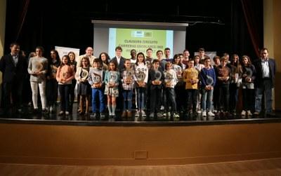 Foto de familia con todos los premiados en el Circuito de Carreras Escolares 2017